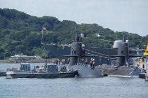 潜水艦着岸